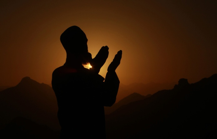 A Muslim pilgrim prays atop Mount Al-Noor during the annual Hajj pilgrimage in Mecca November 9, 2010. (REUTERS/Mohammed Salem)